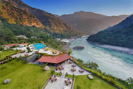 River, mountain, and some house all picture are rishikesh's